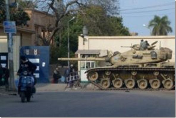tanque diante da Misr