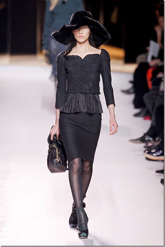 Nina-ricci-FALL-2011-RTW-podium-020_runway