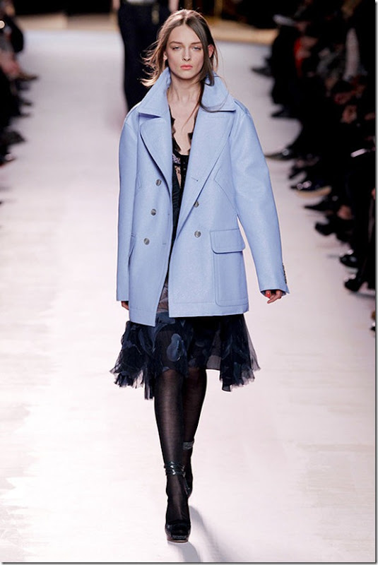 Nina-ricci-FALL-2011-RTW-podium-035_runway