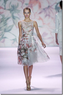 MONIQUE-LHUILLIER-SPRING-2011-RTW-PODIUM-015_runway