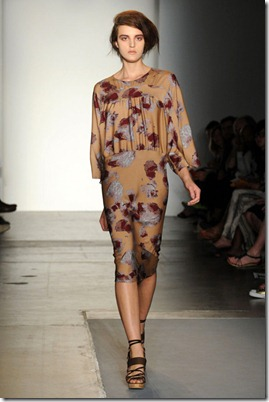 A-DETACHER-SPRING-RTW-2011-PODIUM-015_runway