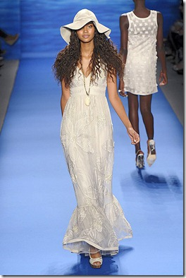 TRACY-REESE-SPRING-2011-RTW-PODIUM-041_runway