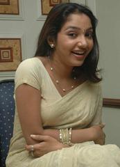 tamil-actress-maya-unni-in-saree-stills_actressinsareephotos_blogspot_com_28