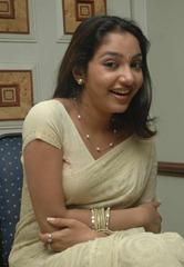 tamil-actress-maya-unni-in-saree-stills_actressinsareephotos_blogspot_com_39