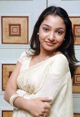 tamil-actress-maya-unni-in-saree-stills_actressinsareephotos_blogspot_com_24