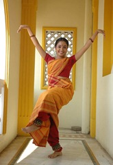 kollywood-actress-maya-unni-in-orange-saree_actressinsareephotos_blogspot_com_008