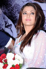 Aishwarya-Rai-hot-in-white-saree-4