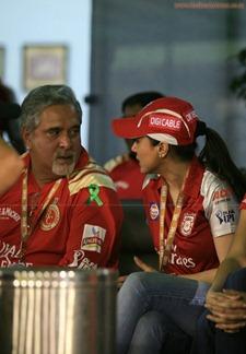 Katrina-Kaif-Preity-Zinta-at-IPL-6