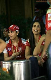 Katrina-Kaif-Preity-Zinta-at-IPL-1