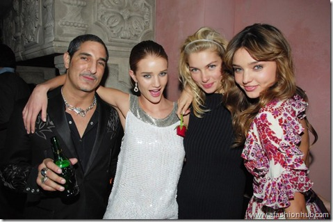 Rosie Huntington-Whiteley Candids 20th Birthday Party (15)