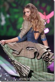 Rosie Huntington-Whiteley Fashion Show 2009 (8)