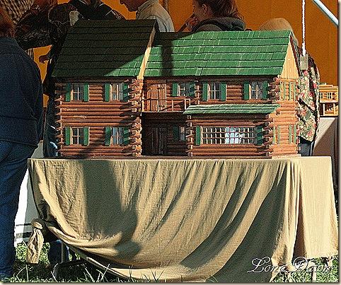 LogDollHouse