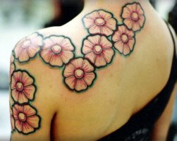 tatoo nas costas femininas