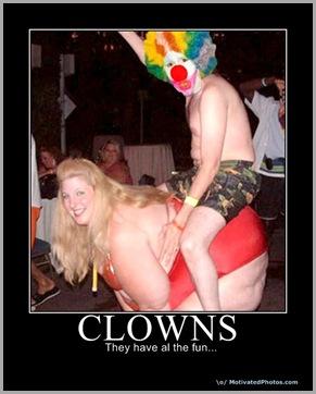 633745538656523260-clowns