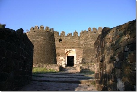 3.Daulatabad Fort - Historical Place in India (2)