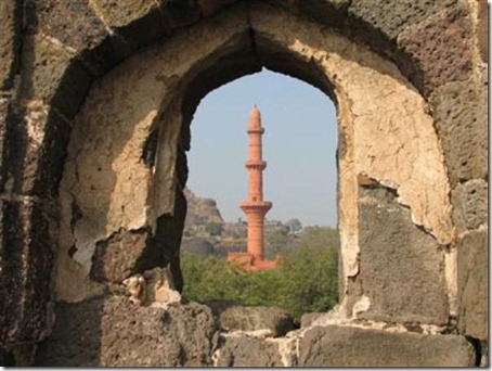 10.Daulatabad Fort - Historical Place in India