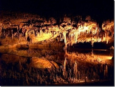 4.Stalagtites adorn the roof of Luray Caverns Virginia