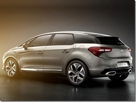 2012-Citroen-DS5-Rear-Side-View