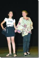 Modelos com e sem deficiência desfilam juntos