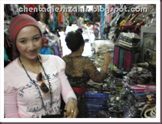 shopping at pasar sukawati