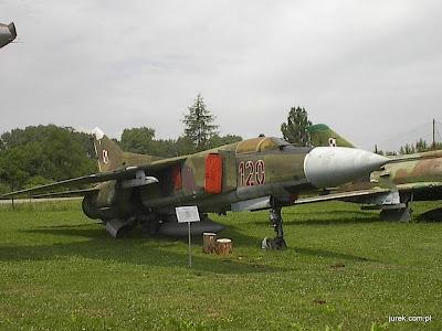Samolot myśliwski typu MiG-23.
