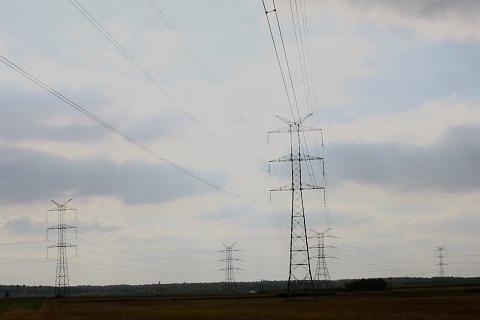 Linie przesyłowe energii elektrycznej.