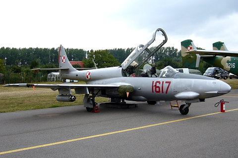 TS-11 Iskra.
