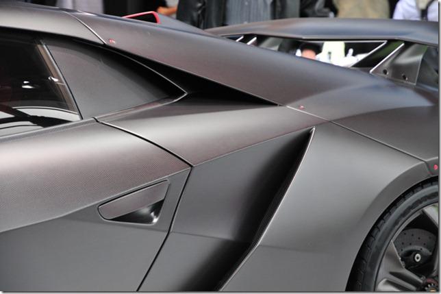 Lamborghini-Sesto-Elemento-2