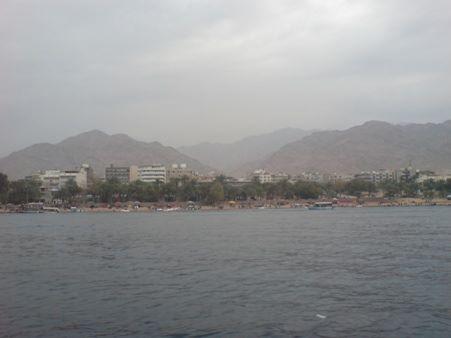 Pemandangan pantai Aqaba dari tengah laut