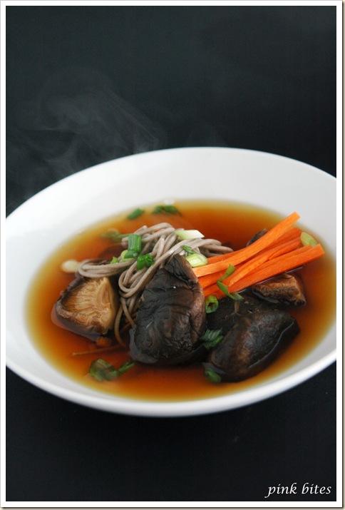soba shitake soup