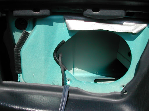 Orginale Lautsprecherbefestigung Hinten Beim Audi Cabrio Typ 89