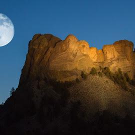 Mount Rushmore Moonrise by Victor Sanchez - Landscapes Travel ( moon, np, south dakota, mt. rushmore, moonrise,  )