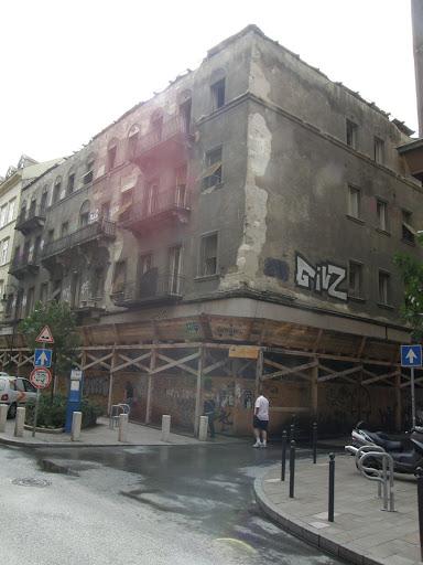 Autóker, A Budapest, VI kerület Király utca 40. (Vasvári Pál utca 2.) ingatlanon álló un. Rabicsek-ház a Király utca 38. számú épület műemlék környezete és része a műemléki jelentőségű területként védett budapesti Világörökségnek. Az elmúlt időszakban a Hild József jegyezte Király utca 40. számú ház és sorsa az örökségvédelem emblematikus épületévé vált.