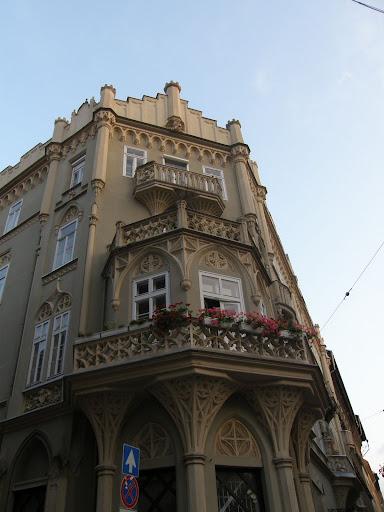 blog, Budapest, Király utca, romlás, szlömösödés, VI. kerület, VII. kerület, zsidónegyed Pékáry-ház A Csányi utca – Király utca sarkán található az 1847–48-ban épült, cirádás, impozáns Pekáry-ház (építtetője, Pekáry István városi rendőr alkapitány volt), 1899-től itt élt egy ideig fiatal feleségével Krúdy Gyula.
