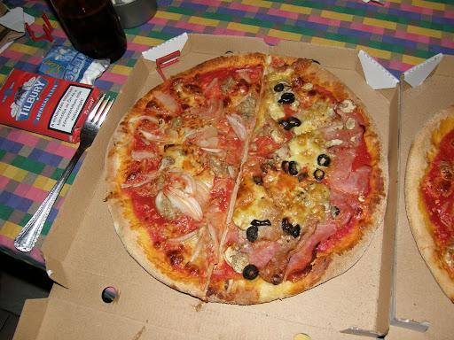 Cím: 6720 Szeged, Horváth Mihály utca 7 szám E-mail: margareta@c2.hu Telefonszám: 62/426-000 pizzéria,  pizzafutár, pizza, pizzarendelés, Szeged, gasztrokaland, olcsó, gasztronómia, Margaréta pizzéria