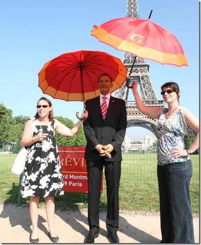 wax_obama_umbrella
