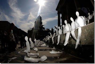 global_warming_ice_sculptures6