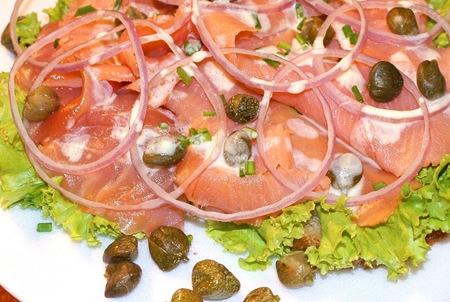 sanduiche aberto de salmão