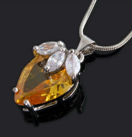 shaped-crystal-%20pendant-necklaces-10003249.jpg