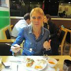 Cecylia probiert ihr erstes Vietnamesisches Gericht