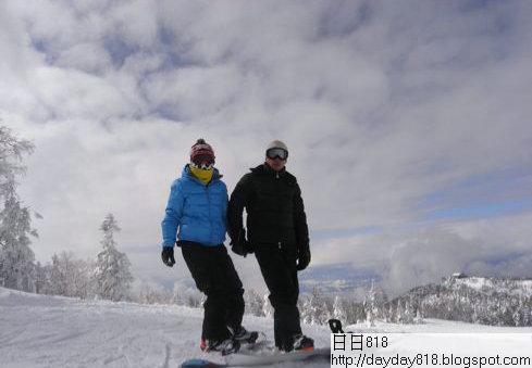 劉嘉玲微博曝與梁朝偉滑雪照 手拖手甜蜜幸福