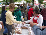 Jane Kruse of Washington sells one of her 12 varieties of bread to a farmers' market patron (KCII News)