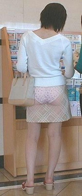 Новые засветы под юбкой  Под юбкой  подсмотренное фото