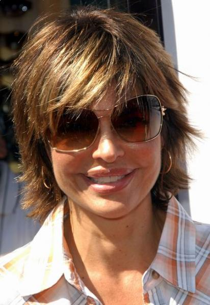 lisa-rinna-medium-haircut