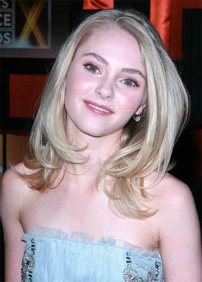 Anna Sophia Robb medium hairstyle