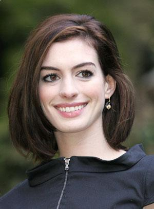 anne hathaway medium hair