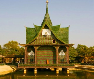 Bottle-Temple-in-Thailand-4