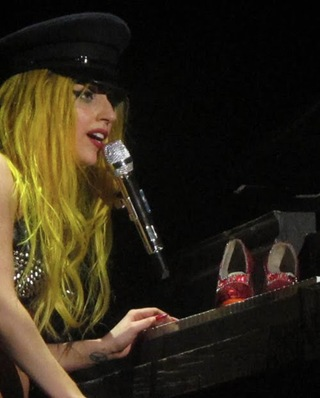 LADY_GAGA_RUBY_SLIPPERS