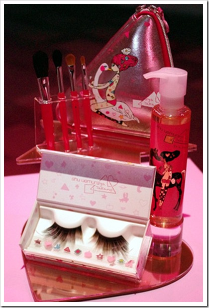 Shu-Uemura-Holiday-Christmas-2010-collection-false-eyelashes-brushes