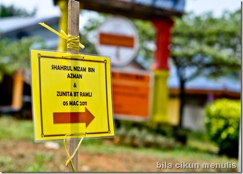 Signboard ke Majlis Walimatul Urus sebelah lelaki